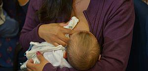 Após o parto ou também em caso de adoção, mulher tem direito ao benefício