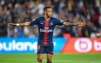 Neymar joga calado e vê Buffon ser a estrela do PSG