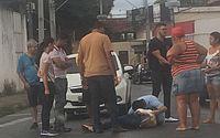 A mulher apresentou escoriações leves e uma lesão na mão direita.