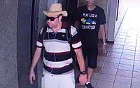 Suspeitos foram filmados pelo sistema de circuito interno de condomínio.