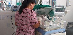 Bebê encontrado no lixo seguirá para adoção assim que se recuperar, diz Conselho Tutelar