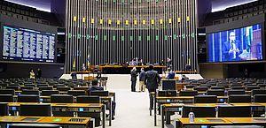 Deputados aprovam mudanças na LDO para garantir recursos ao Auxílio Brasil