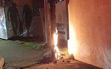Stand de vendas pega fogo e fiação elétrica é danificada na Mangabeiras