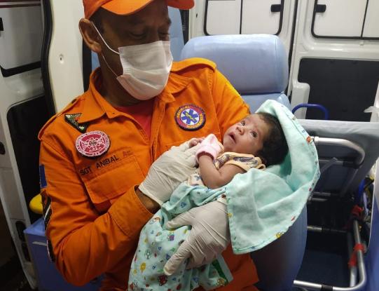 Recém-nascida recebeu primeiros socorros dos Bombeiros e foi levada para UPA do Tabuleiro