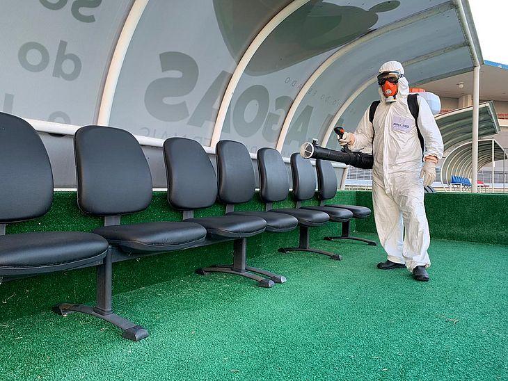 Estádio Rei Pelé passou por sanitização nesta terça-feira