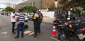 Acidente entre carro e moto deixa duas pessoas feridas no Barro Duro