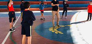 Com limpeza de sapato e mochila, colégios privados no Rio voltam às aulas