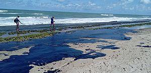 Chega a 900 número de localidades atingidas por óleo no Nordeste, RJ e ES