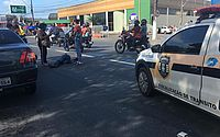 Vídeo: mulher fica ferida após moto bater em carro na Fernandes Lima