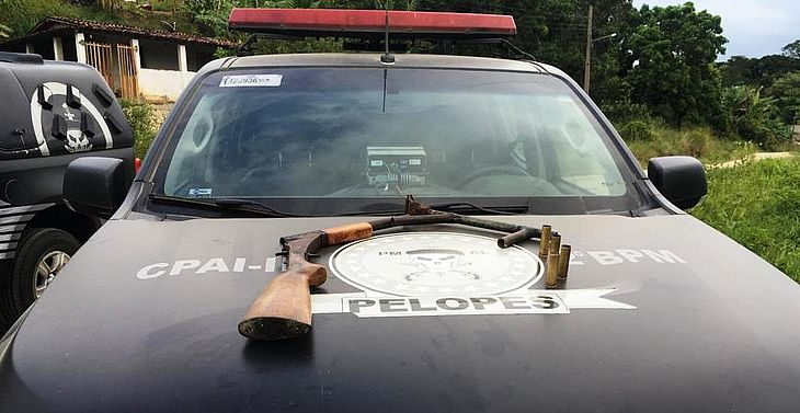 Armas de calibre 32 foram apreendidas com suspeitos