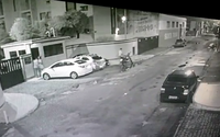 Em fuga, suspeitos de assaltos roubam moto de entregador na Ponta Verde; veja vídeo