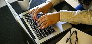OMS: longas horas de trabalho aumentam risco de morte