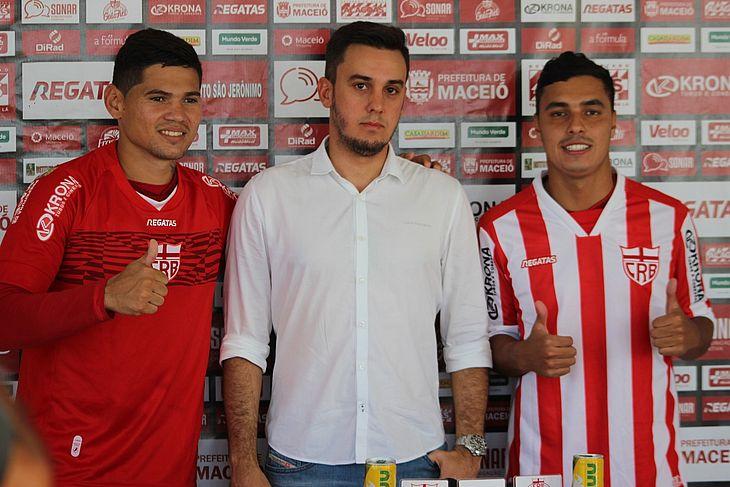Léo Ceará e Alisson Farias estão regularizados. Dupla foi apresentada na quinta-feira