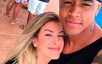 Leo Santana parabeniza ex-namorada Lore Improta pelo título da Viradouro