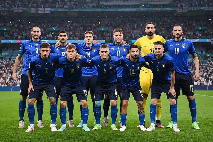 Jogadores da Itália, posam para foto oficial momentos antes da partida entre Itália e Inglaterra, pela Final da Eurocopa 2020, no Estádio Wembley neste domingo 11