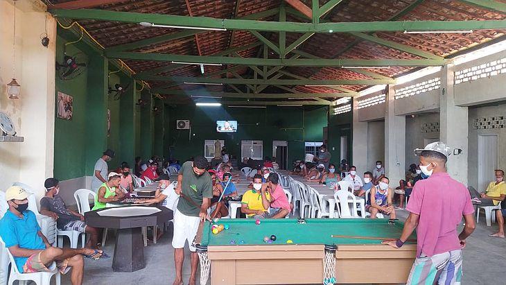 Usuários aguardam testagem em massa na Casa de Passagem São Vicente de Paulo
