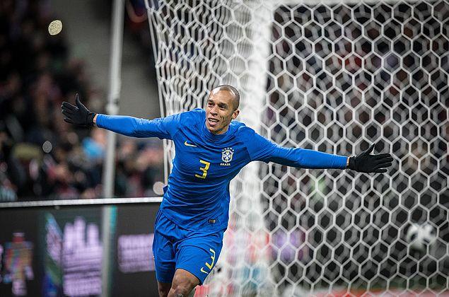 Brasil derrota Argentina com gol nos acréscimos e segue 100% pós-Mundial
