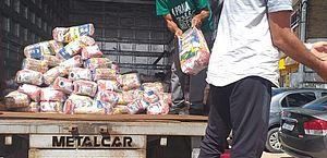 Quatro toneladas de alimentos são entregues aos ambulantes de Marechal Deodoro