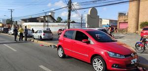 Jovem pega moto de amigo para dar passeio e morre após bater em carro na Juca Sampaio