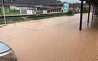 Região de Fernão Velho teve ruas alagadas após fortes chuvas na capital