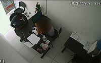 Vídeo: homem se passa por cliente e assalta funcionária no Centro