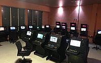 Dois são presos e polícia apreende 47 máquinas caça-níqueis em Jatiúca e Mangabeiras