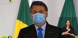 Bolsonaro assina medida provisória para viabilizar vacina contra covid-19