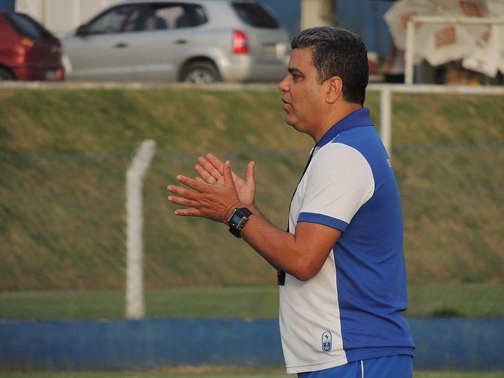 Marcelo Cabo comandou treino no CT do Mutange