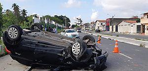 Bebê de 11 meses em cadeirinha sai ileso de acidente em Fortaleza