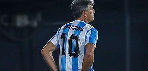 Homenagem: Renato Gaúcho usa camisa 10 da Argentina à beira do campo