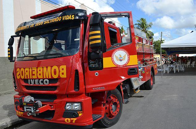 Idoso sofre queimaduras no rosto e nos braços após incêndio em casa, no Benedito Bentes