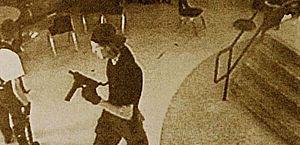 Caso de Columbine abriu precedente para outros ataques contra centros educacionais; ataques no Brasil, mais isolados que os americanos, guardam semelhanças com a ação de 1999