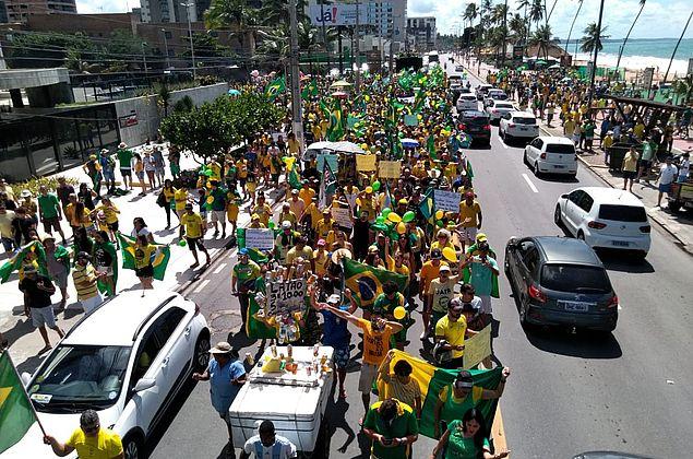 Vídeo: apoiadores de Bolsonaro vão às ruas em Maceió