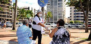 Ação distribui máscaras de proteção na Orla de Maceió