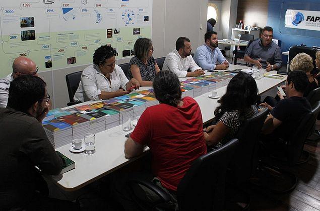 Governo destina R$ 200 mil para combate ao derramamento de óleo no litoral alagoano