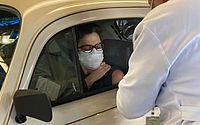 Sandra Annenberg recebe primeira dose da vacina de covid-19 em Fusca