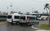 Profissionais do transporte turístico fazem ato no Jaraguá com veículos estacionados