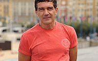 Ator Antonio Banderas testa positivo para Covid-19 e comemora aniversário de 60 anos isolado