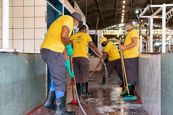 Mutirão de limpeza tem o objetivo de garantir ambientes limpos e salubres para permissionários e os consumidores