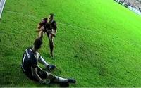 Atacante do Náutico provoca goleiro após converter pênalti e causa confusão