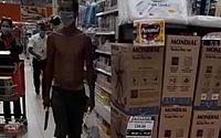 Vídeo: homem tenta esfaquear segurança de supermercado e é contido por clientes na Bahia