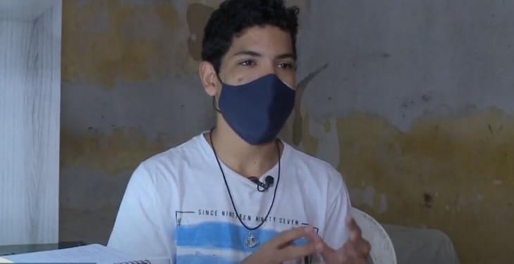 João é morador do bairro Fernão Velho, na parte alta de Maceió, e estuda em uma escola pública
