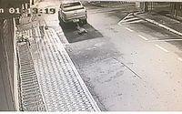 Câmeras flagram carro arrastando morador de rua no centro de São Luís