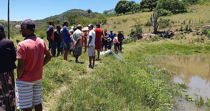 Corpo de pescador submergiu e foi retirado da barragem por bombeiros do Batalhão de Santana do Ipanema