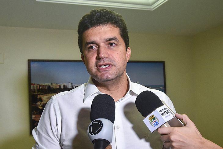 Rui Palmeira disse que vai a Brasília solicitar recursos para macrodrenagem do Pinheiro e região