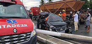 Motorista foi socorrido por uma guarnição do Corpo de Bombeiros