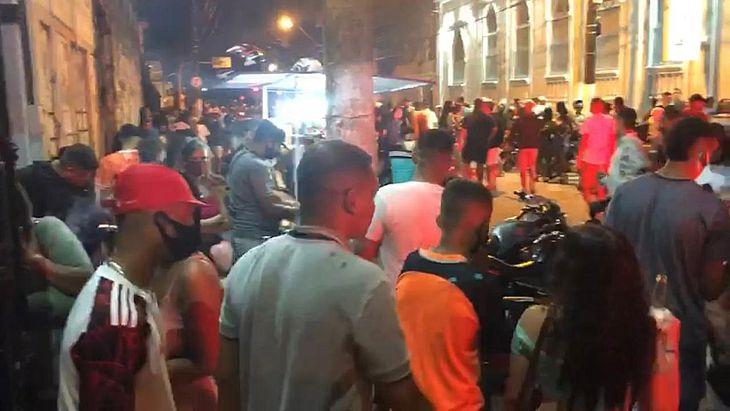Casa de festas foi evacuada após PM flagrar show com cerca de 1 mil pessoas