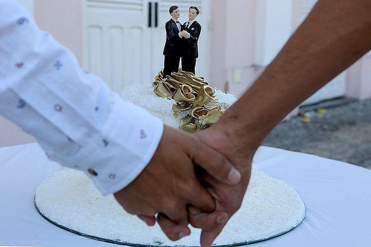Justiça promove mutirão casamento gay
