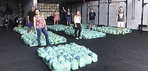 Grupo de amigos arrecada 10 toneladas de alimentos para 14 periferias de Fortaleza