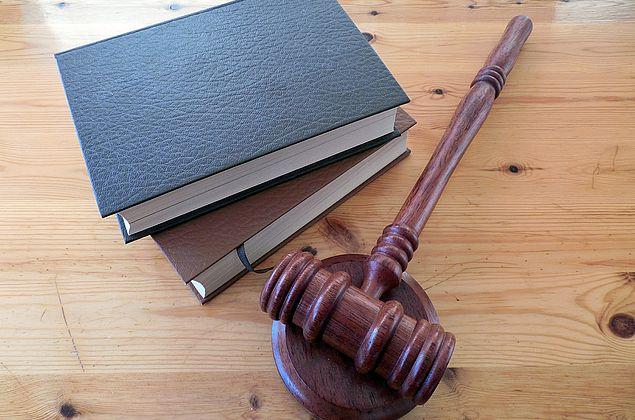Robôs advogados analisam processos, fazem petições e aceleram contratos